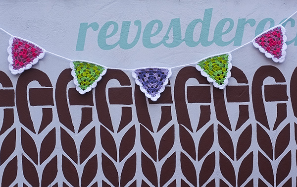 Taller de banderines a crochet en Revésderecho