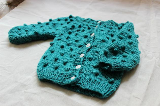 Burbujas y jersey: aprende a tejer este chaleco de bebé
